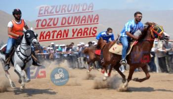 Erzurum'da Tozu Dumana Katan Yarış
